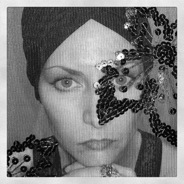 Tribute to Gloria, Black and White version
